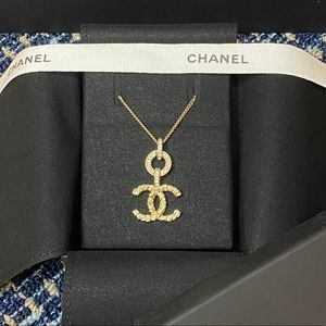 Chanel 21P 2021 gold pearl short pendant necklace